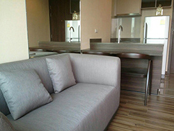 Teal Sathorn-Taksin <strong>flat condo for rent in Wongwian Yai</strong>